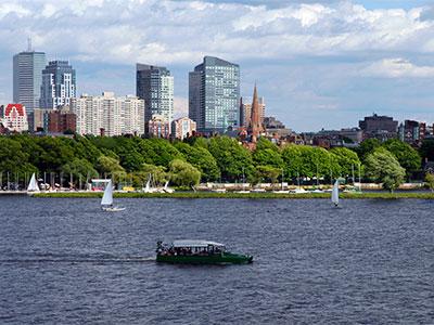Duck Tour de Boston et voiliers