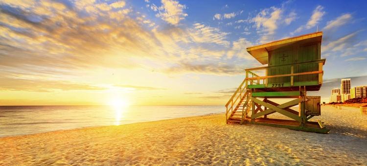 Lever du soleil sur la plage de Miami en Floride